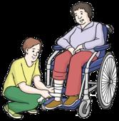 Ein Mann hilft einer Rollstuhlfahrerin. Er legt ihr einen Verband an.